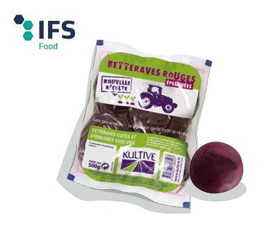 Sachet de betteraves rouges entières cuites sous-vide, accompagné sur logo du label IFS Food