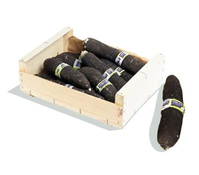 Cagette en bois contenant des radis noirs