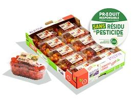 Cagette en carton, contenant les barquettes de tomates-cerises Zéro Résidu de Pesticides, accompagné du logo du label.