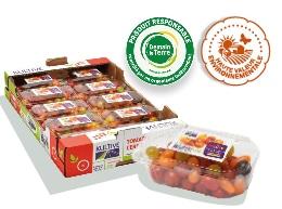 Cagette en carton, contenant les barquettes de tomates-cerises mélangées, accompagnés des logos des labels Haute Valeur Environnementale et Demain La Terre.